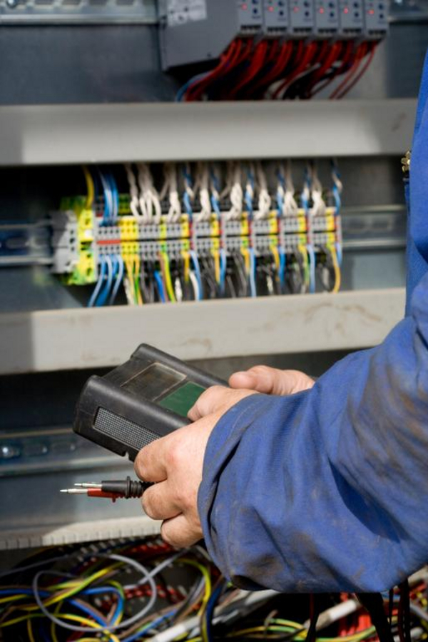 Elektriker   Bart Coenders  2008  iStockPhoto