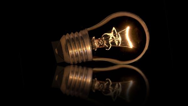 light bulb 2402014 1920