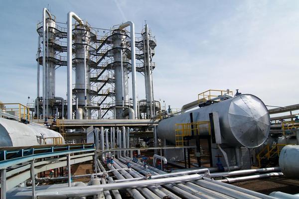 Destillationskolonne COLOURBOX4801831